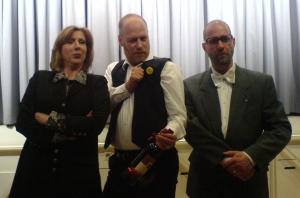 """Das Dreamteam von Tod und Vererben: v.l.n.r. Diana Hoffmann-Baljak (Regie und Produktion), yours truly (Text) und Frank Timmermann (""""Notar Eveready"""")"""